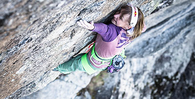 Woman climbing using Edelrid chalk bag