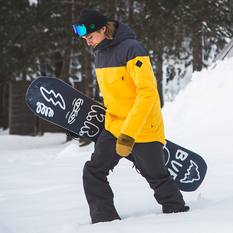 The latest men's snowboard clothing trends for this season